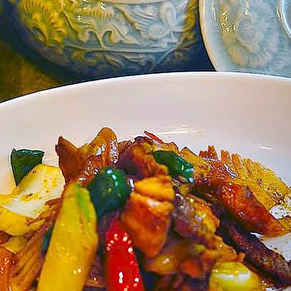 五島豚バラ肉と春キャベツの山椒オイスター炒め