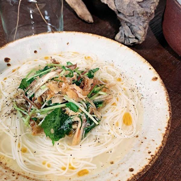 薬味たっぷりベトナム風鶏白湯