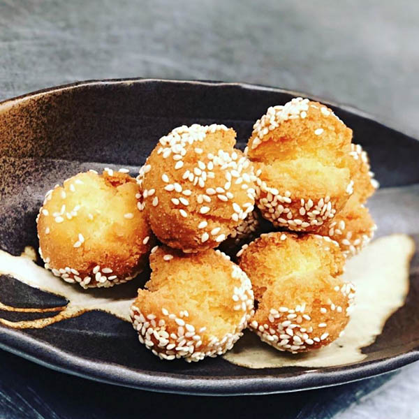 「中国名菜しらかわ」の開口笑(縁起の良い中国菓子)