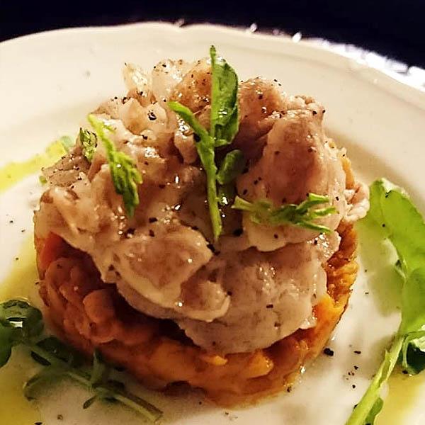 レンズ豆のトマト煮込みと豚の薄切り肉ソテー