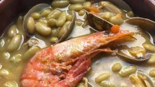 白インゲン豆と魚介の煮込み