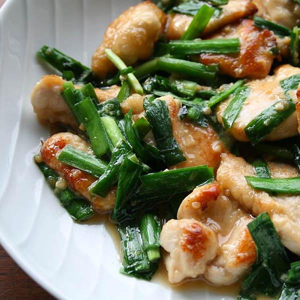 やわらか鶏ムネ肉とニラの味噌炒め