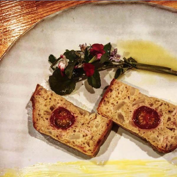 チェリートマトとハーブ  赤ワイン風味のケークサレ